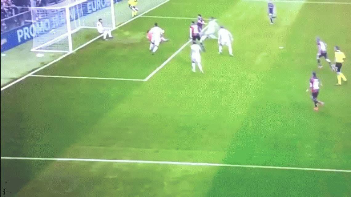 Gio Simeone le hizo dos goles en diez minutos al puntero Juventus
