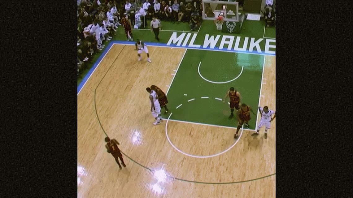 El descuido más increíble en la NBA: perdió la marca por saludar a un rival