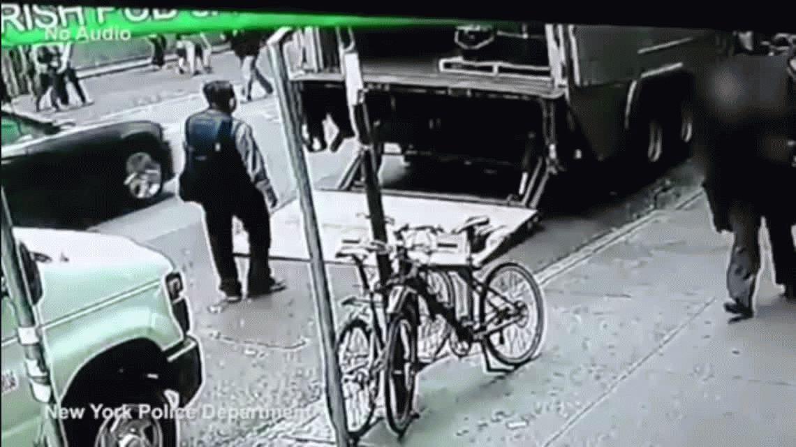Robó un balde con láminas de oro equivalente a US$1.6 millones y se fue caminando