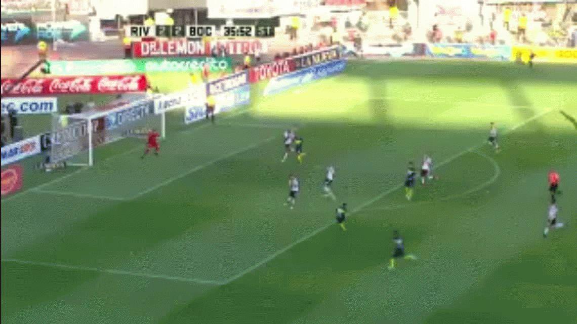 Tevez brilló, Boca se quedó con el Superclásico y es único puntero