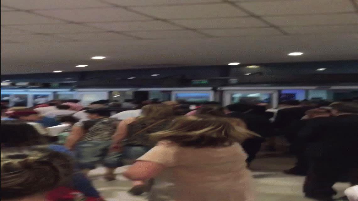 Evacúan por paquete sospechoso el aeropuerto internacional de Ezeiza