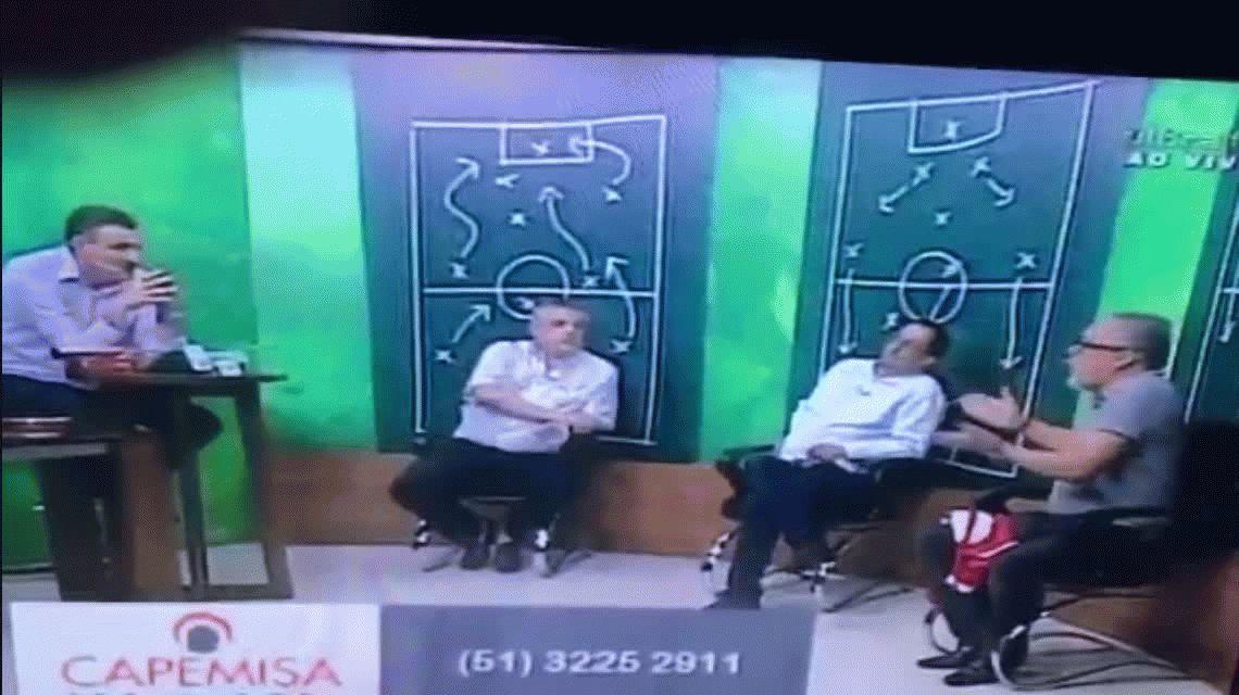 El ex presidente del descendido Inter golpeó a un periodista en vivo