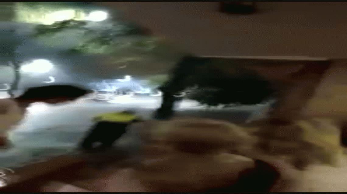 Tucumán: un policía rescató a una familia de un temporal