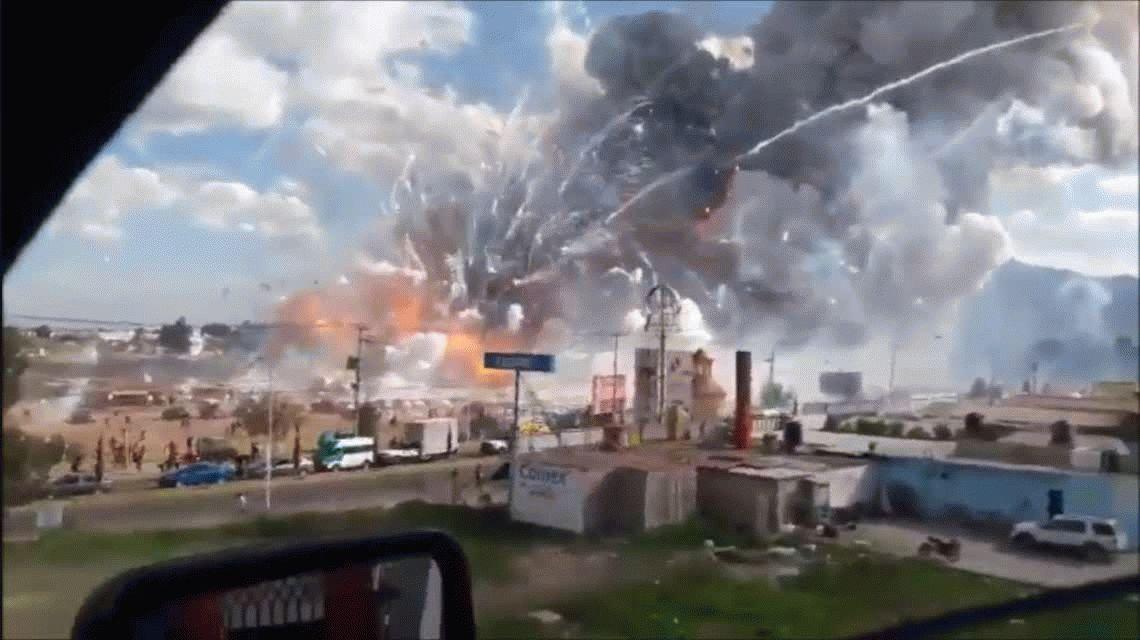 Suman 36 los muertos por la explosión en un mercado de pirotecnia en México