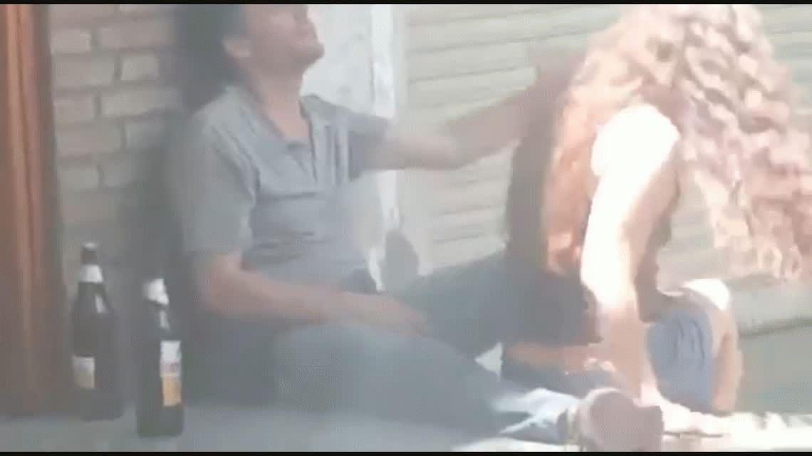 VIDEO: Filman a una pareja teniendo sexo en una calle de Mendoza