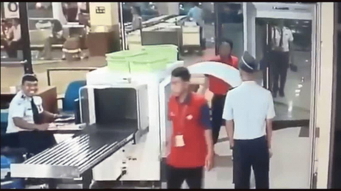 Piloto se subió borracho al avión y fue detenido justo antes de despegar