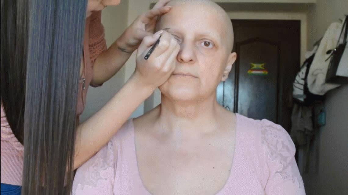 Hizo un tutorial de maquillaje para su mamá con cáncer y se convirtió en viral