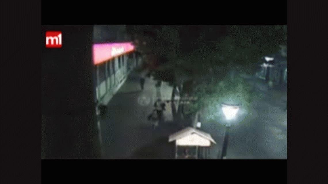 VIDEO: La brutal batalla campal a la salida de un boliche en La Plata