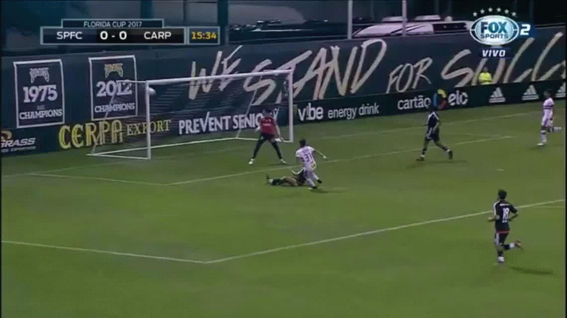 Luiz Araujo erró un gol hecho