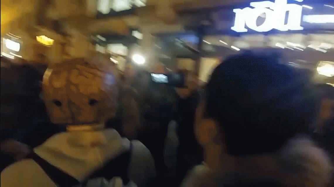 La policía debió separar con gas pimienta a partidarios y opositores de Trump