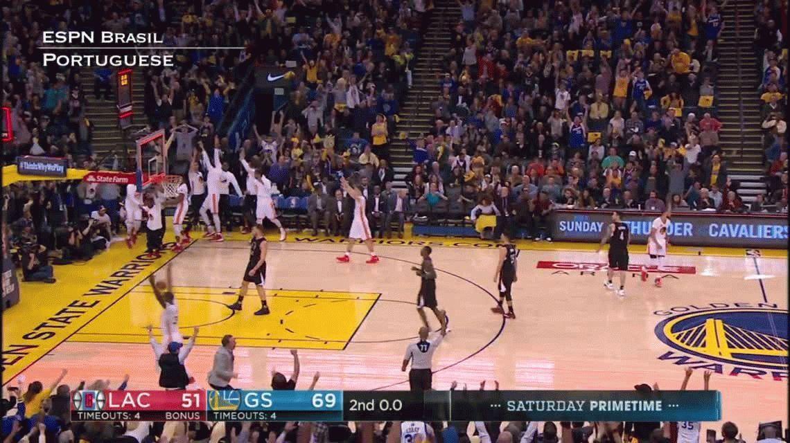 El impresionante partido de Curry: 43 puntos y un triple de mitad de cancha