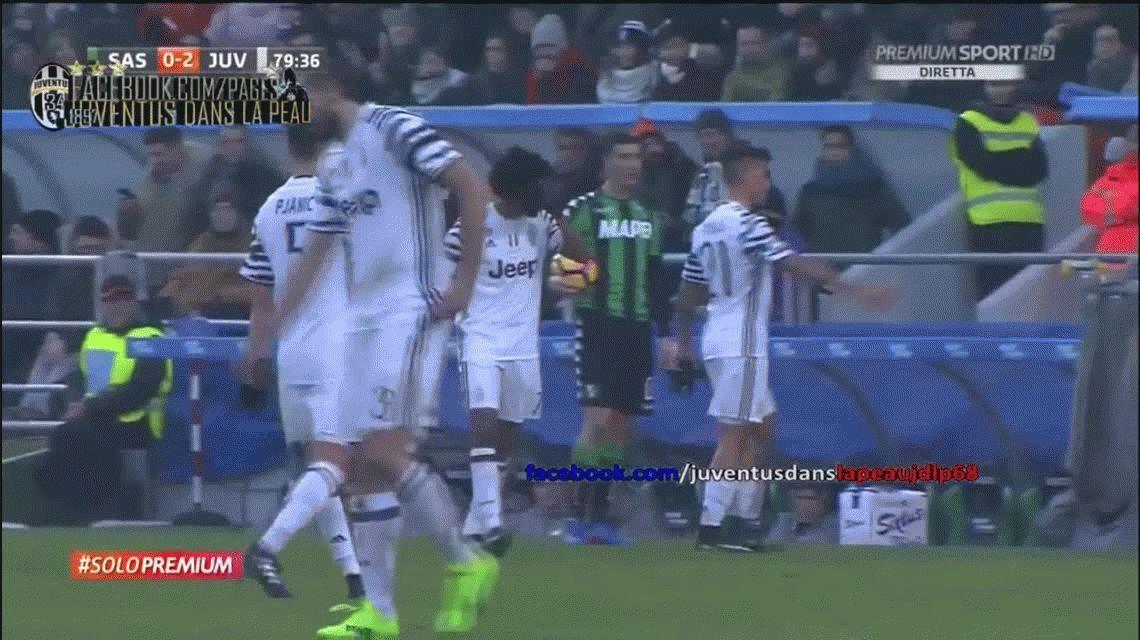 VIDEO: al ser reemplazado, Dybala le negó el saludo al DT de Juventus
