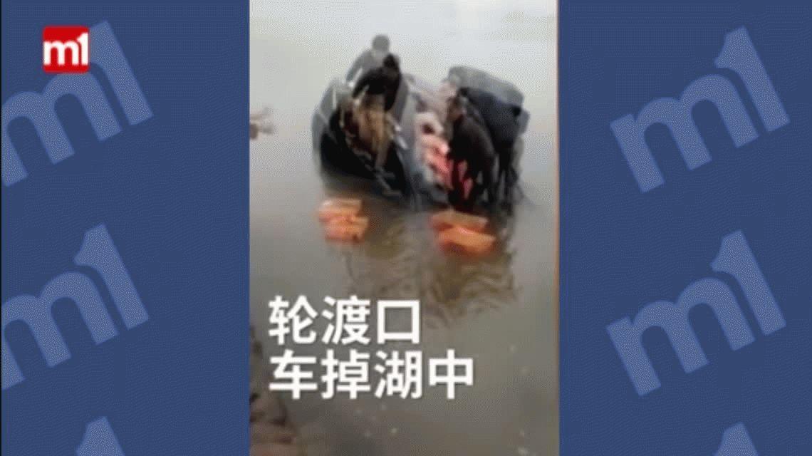 China: un hombre tiró a su bebé para salvarlo de ahogarse