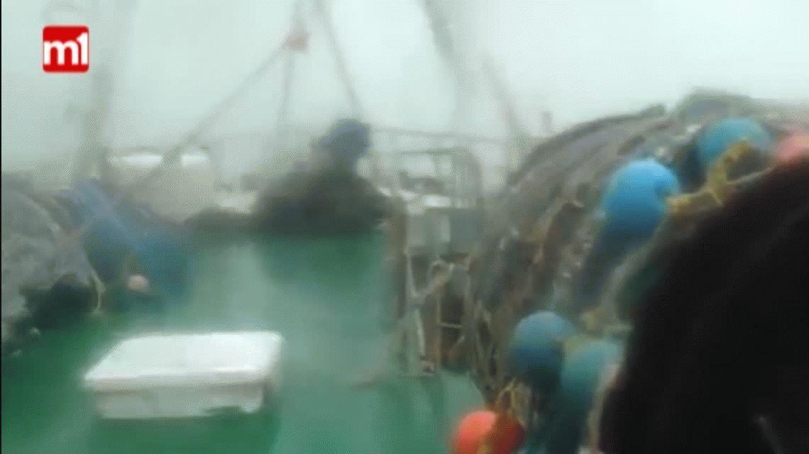 Así se vivió el temporal de Mar del Plata desde un barco pesquero