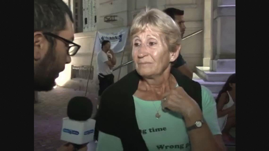 Masiva marcha en Olavarría en apoyo a la joven abusada que escrachó a su padre