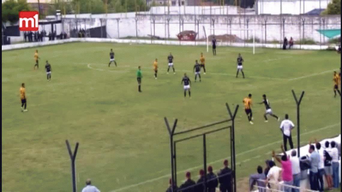 Un ex Boca desató una batalla entre jugadores e hinchas por la Copa Argentina