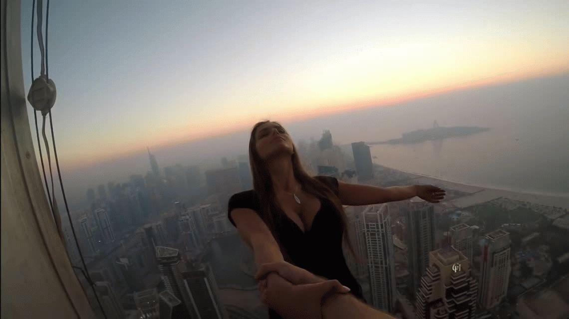 Una modelo se animó a sacarse la foto más peligrosa del mundo