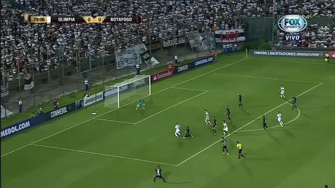 Roberto Junior Fernández atajó tres penales y Botafogo eliminó a Olimpia