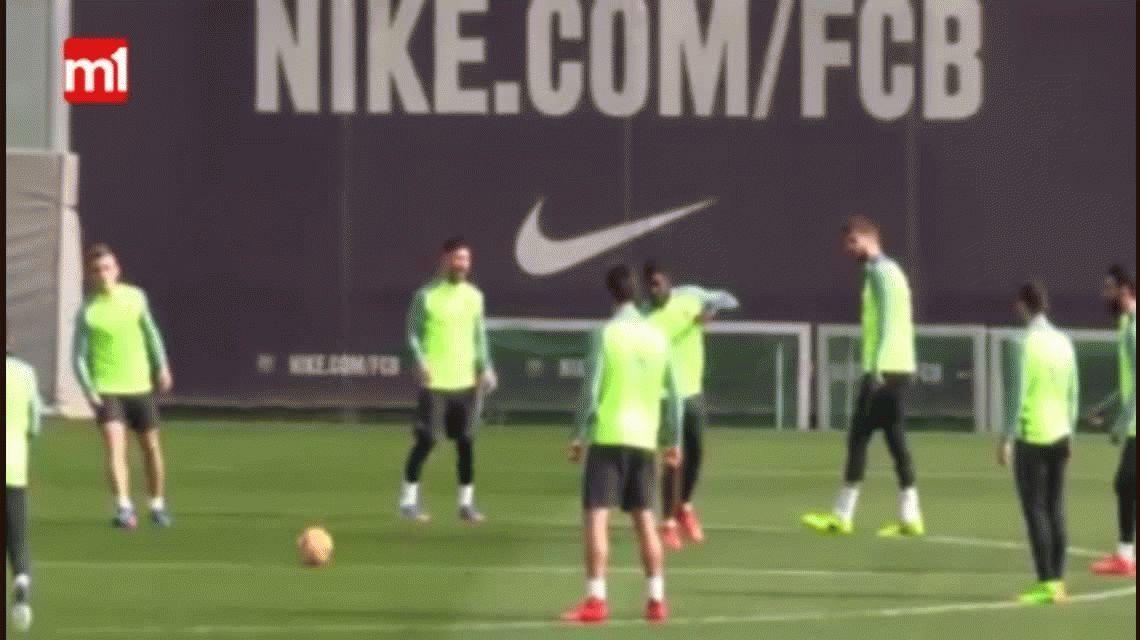 Cambio de roles: Piqué hizo un caño en una práctica y Messi lo aplaudió