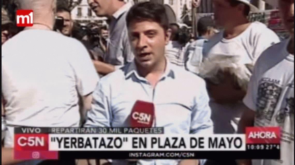 Yerbatazo en Plaza de Mayo: productores regalaron 30 mil paquetes