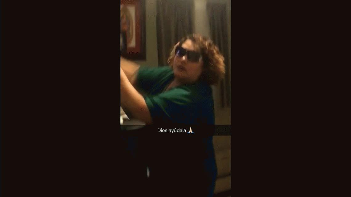VIDEO: La reacción viral de una madre que se estaba tomando una selfie
