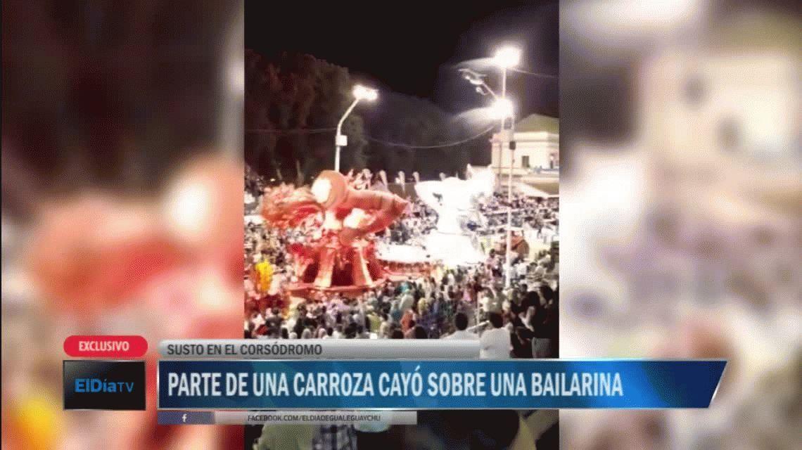 VIDEO: una carroza se partió y cayó sobre una bailarina en Gualeguaychú