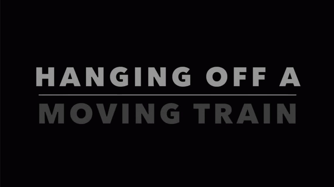VIDEO Una locura: viajó colgado en el tren y lo filmó con su cámara deportiva