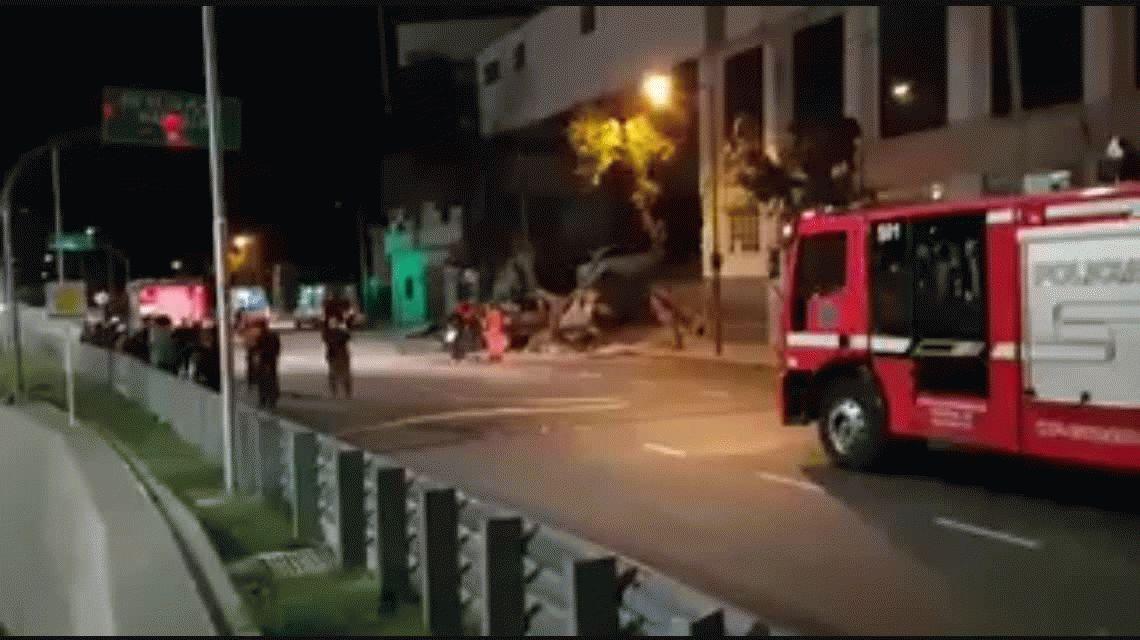 Se derrumbó el techo de una concesionaria de autos en Villa Devoto