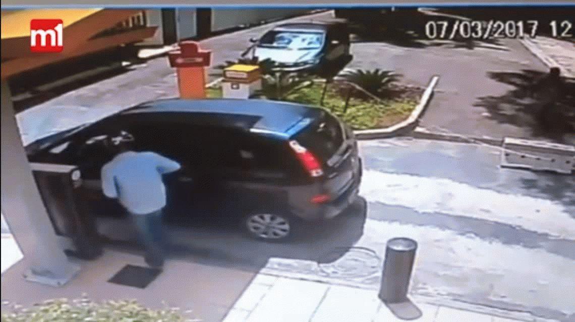 VIDEO: Un policía fuera de servicio mató a un delincuente que intentó robarle