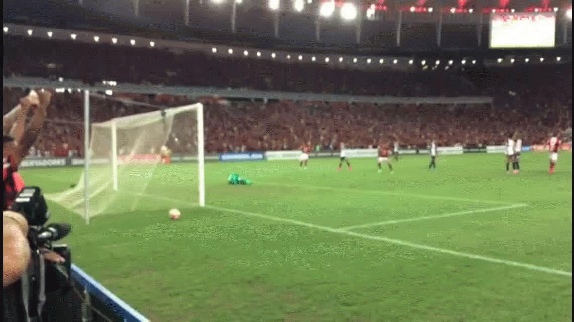 Flamengo fue claramente superior y goleó a San Lorenzo en el Maracaná