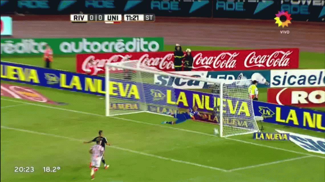 ¿Fue gol? La gran polémica de la noche en el Monumental que indignó a los hinchas de River