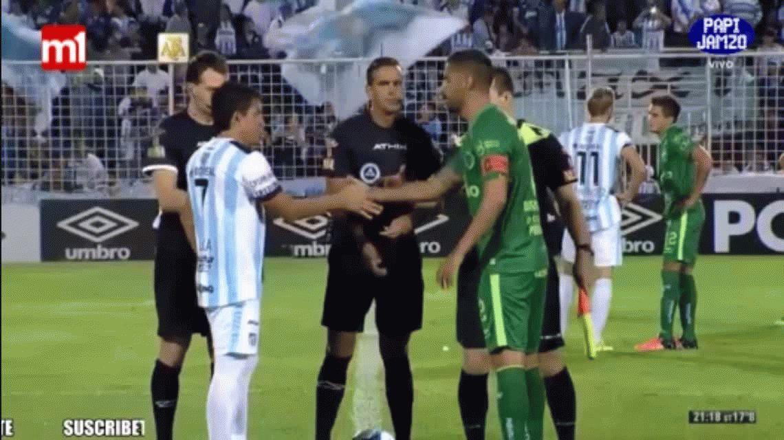 La Pulga Rodríguez dejó en ridículo al árbitro Ariel Penel antes de Atlético Tucumán-Sarmiento