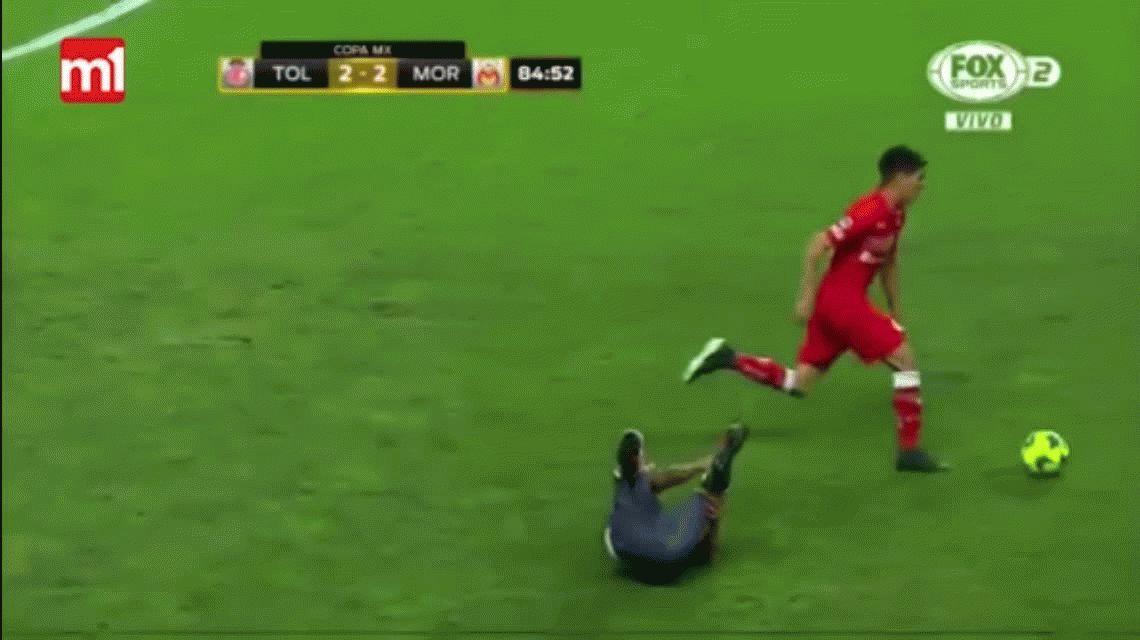 Un año de suspensión para Enrique Triverio por empujar a un árbitro