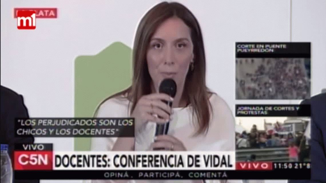 Conferencia de prensa de Vidal anunciando un adelanto a docentes