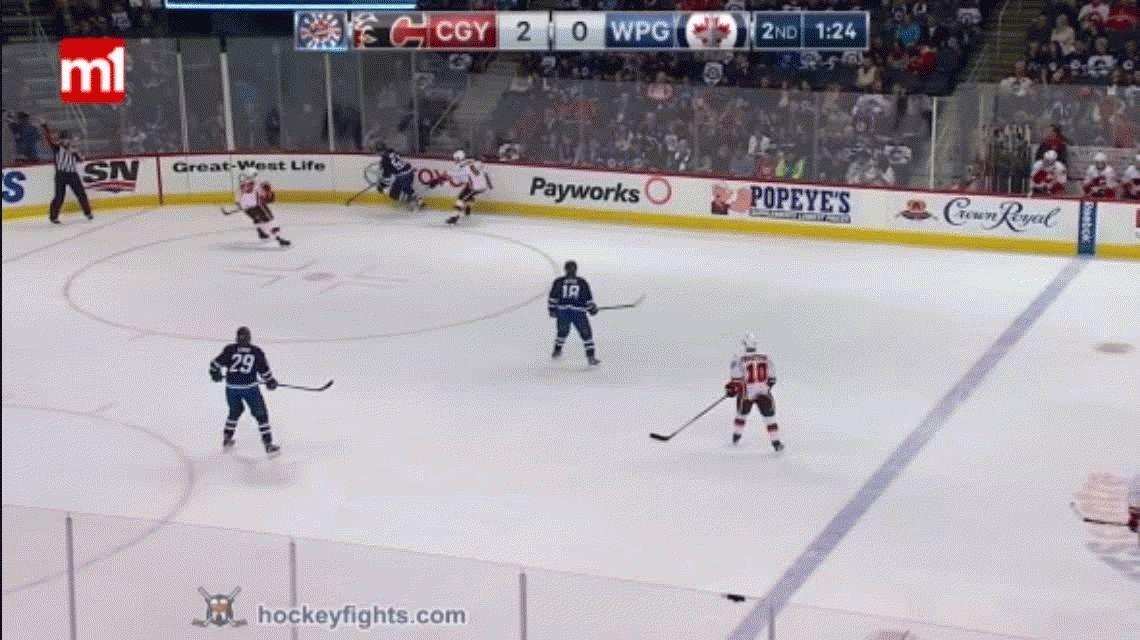 VIDEO: Brutal pelea en un partido de hockey sobre hielo que terminó con sangre