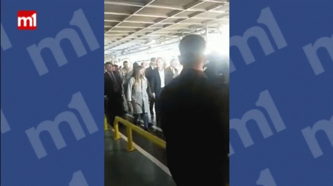 VIDEO: Macri visitó una fábrica y los trabajadores lo recibieron con abucheos