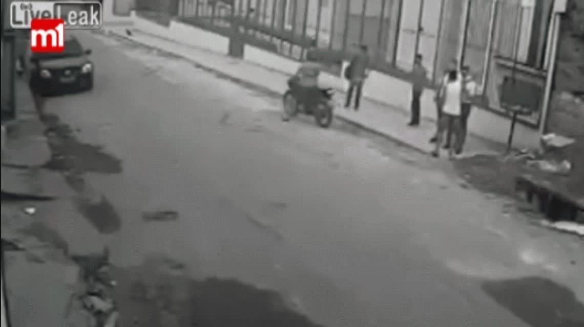 VIDEO: Quiso robarle a un mormón y recibió la paliza de su vida