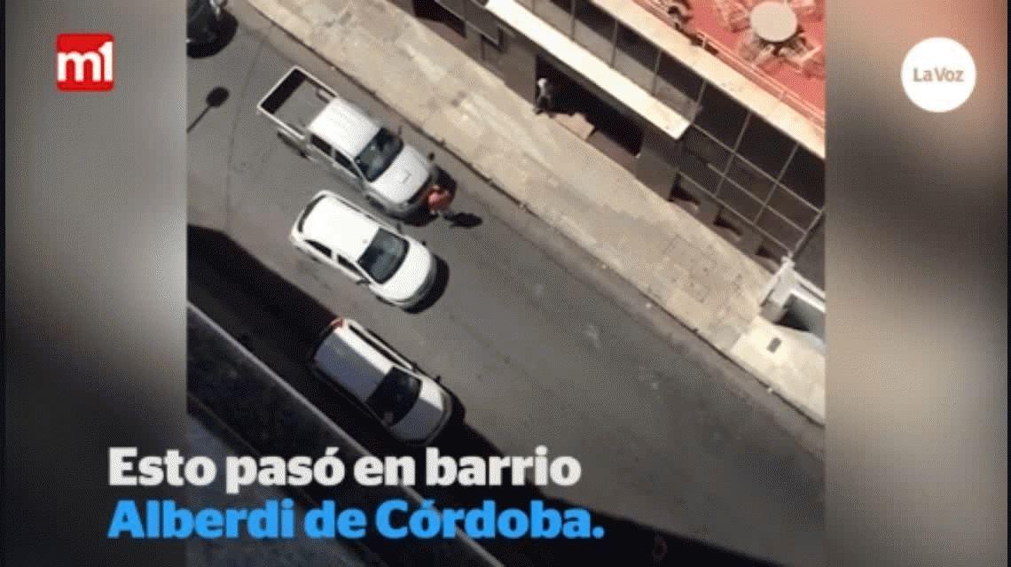 A lo Relatos Salvajes: iban en sus autos, chocaron y  se mataron a golpes
