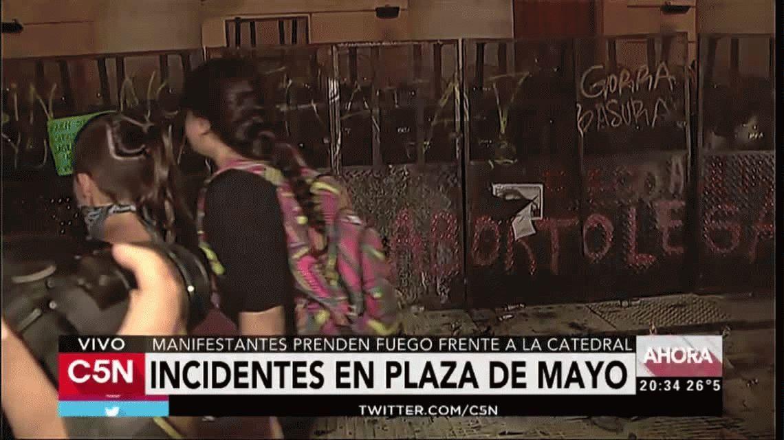 Ordenan investigar a la policía por la represión tras la marcha de las mujeres