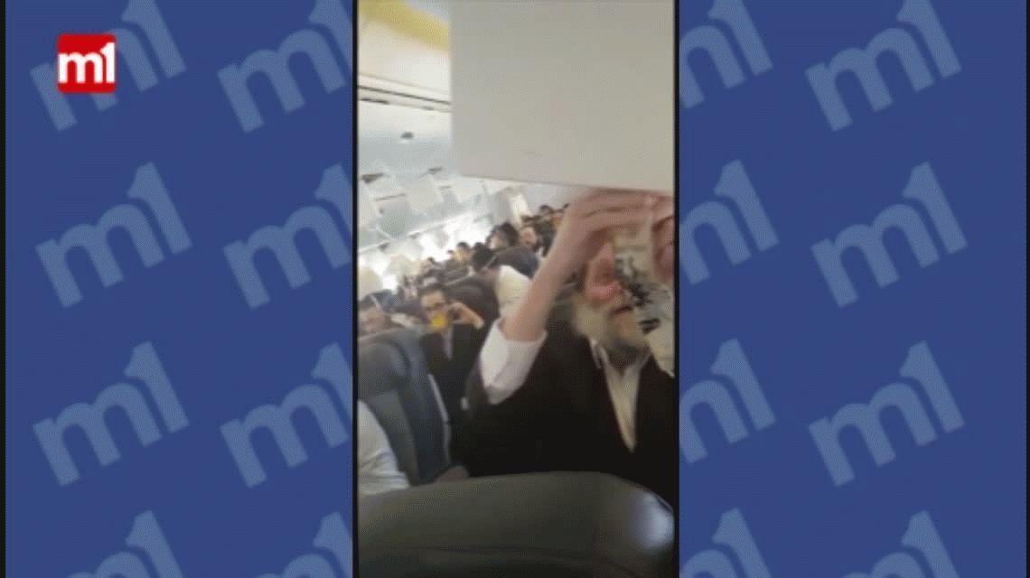 Rezos y máscaras de oxígeno: el dramático aterrizaje de un avión