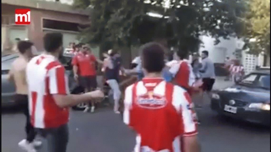 VIDEO: Así fue la salvaje agresión de los hinchas de Unión a dos de Colón