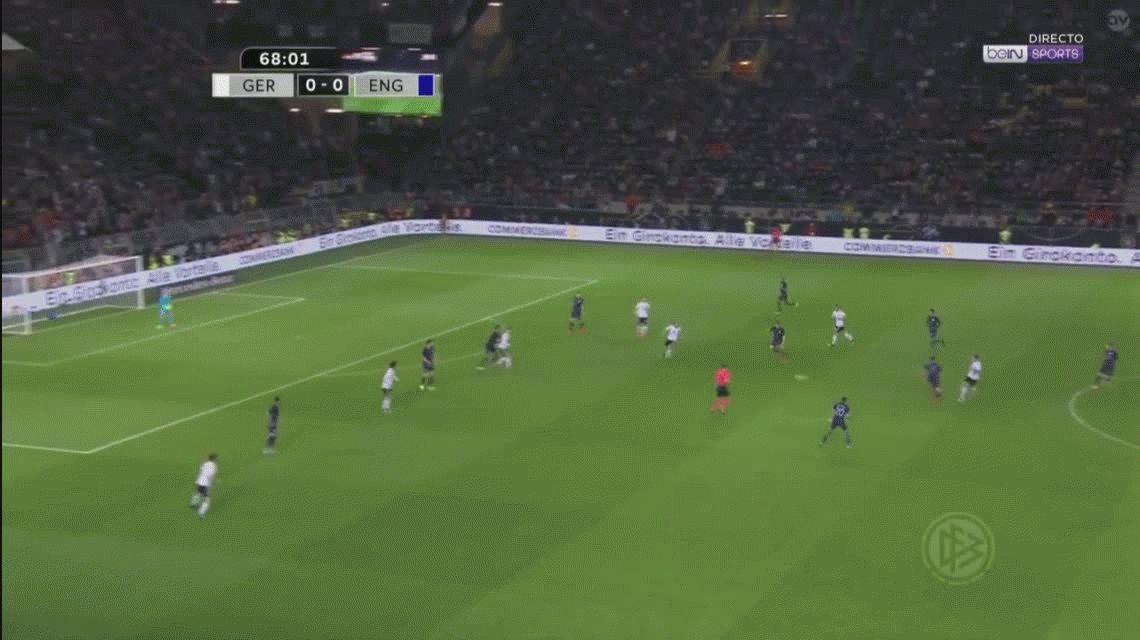 En su despedida con Alemania, Podolski le hizo un golazo a Inglaterra