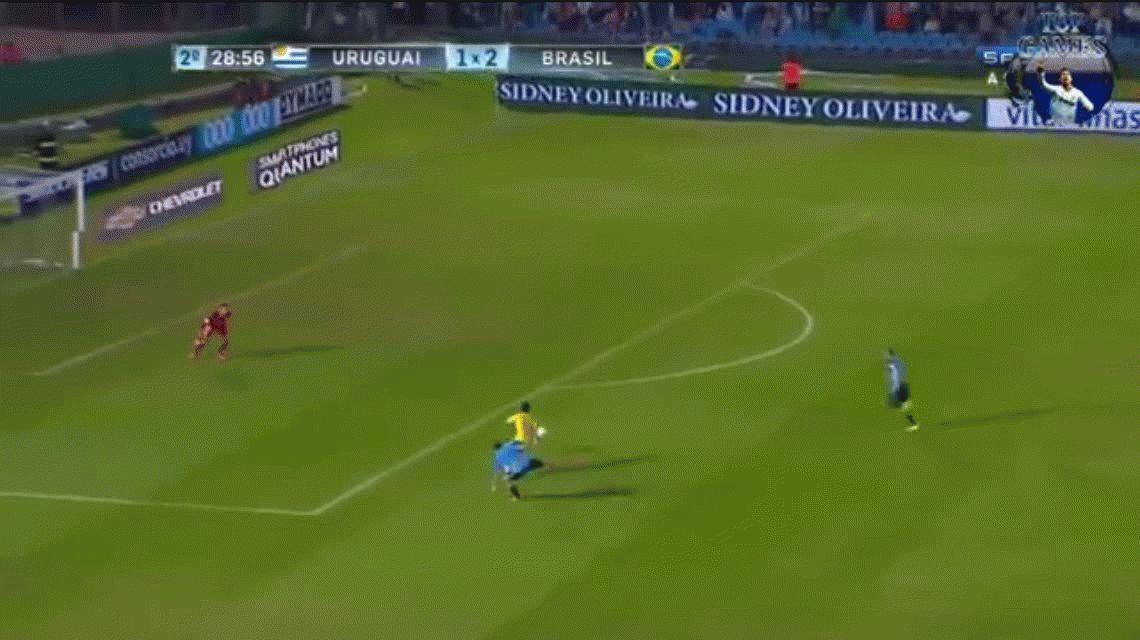El golazo de Neymar: ganó en velocidad, enfrentó al arquero y la picó