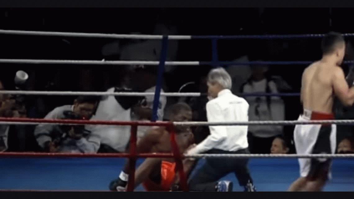 Un boxeador quiso cancherear y terminó brutalmente noqueado