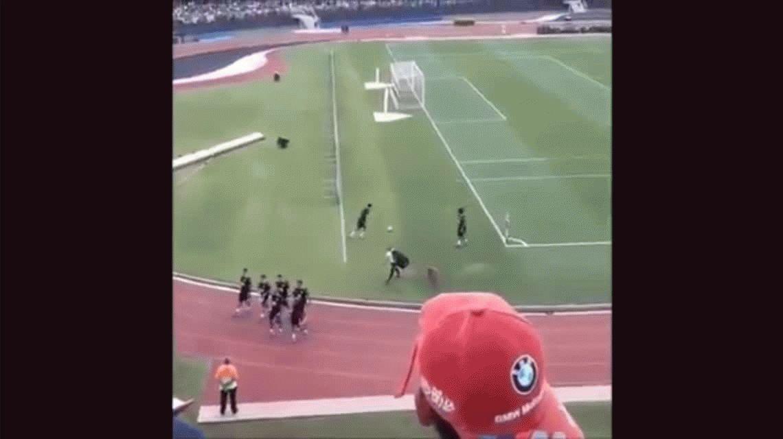 El tiro imposible de Neymar en un entrenamiento de Brasil