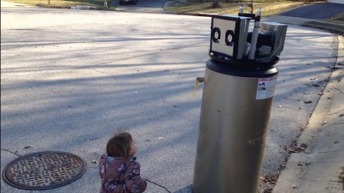 VIDEO: El tierno encuentro entre una nena y un robot