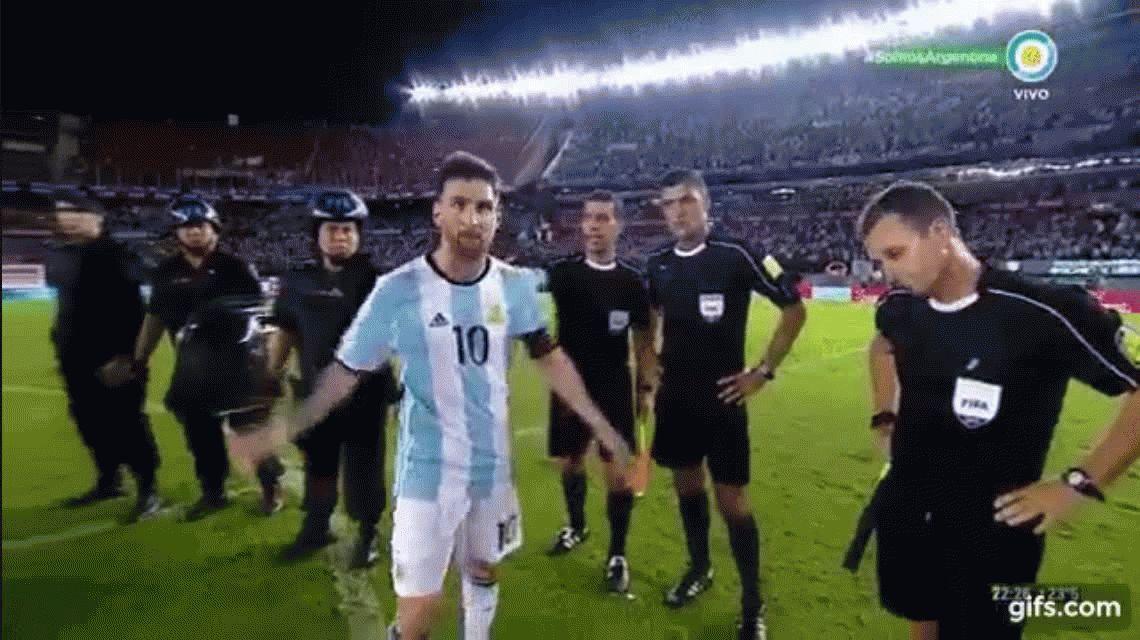 El ninguneo de Lionel Messi al juez de línea al que había insultado
