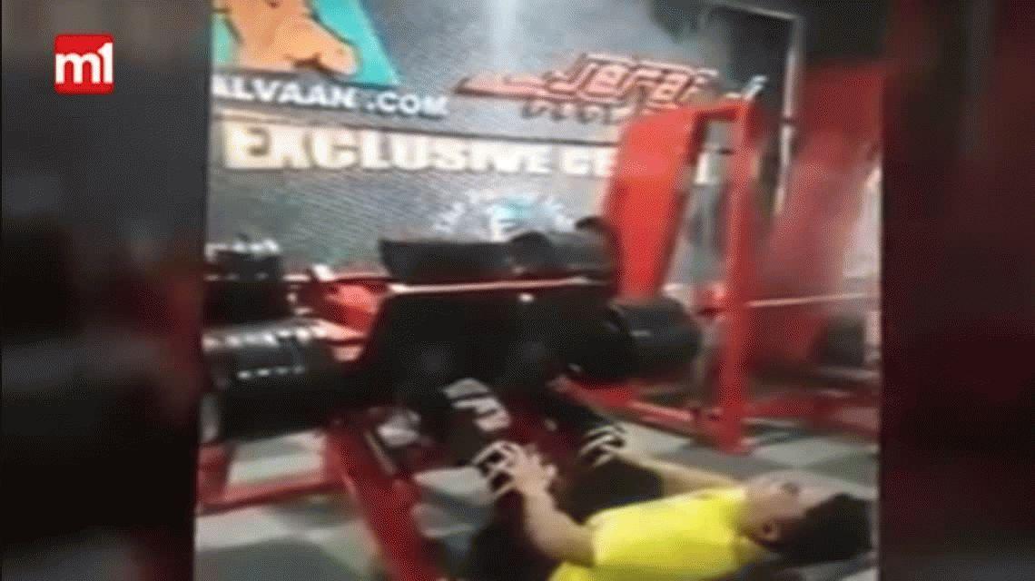 VIDEO: Terrible fractura de pierna en un gimnasio