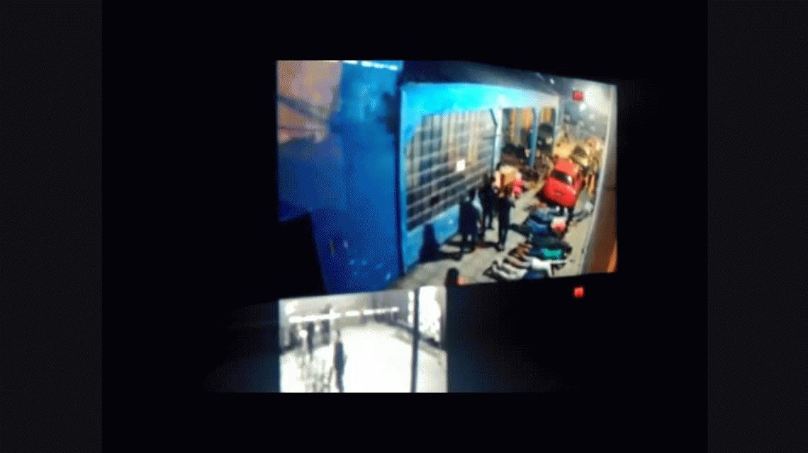 VIDEO: Así irrumpió la policía de Paraguay en la sede del partido de la oposición