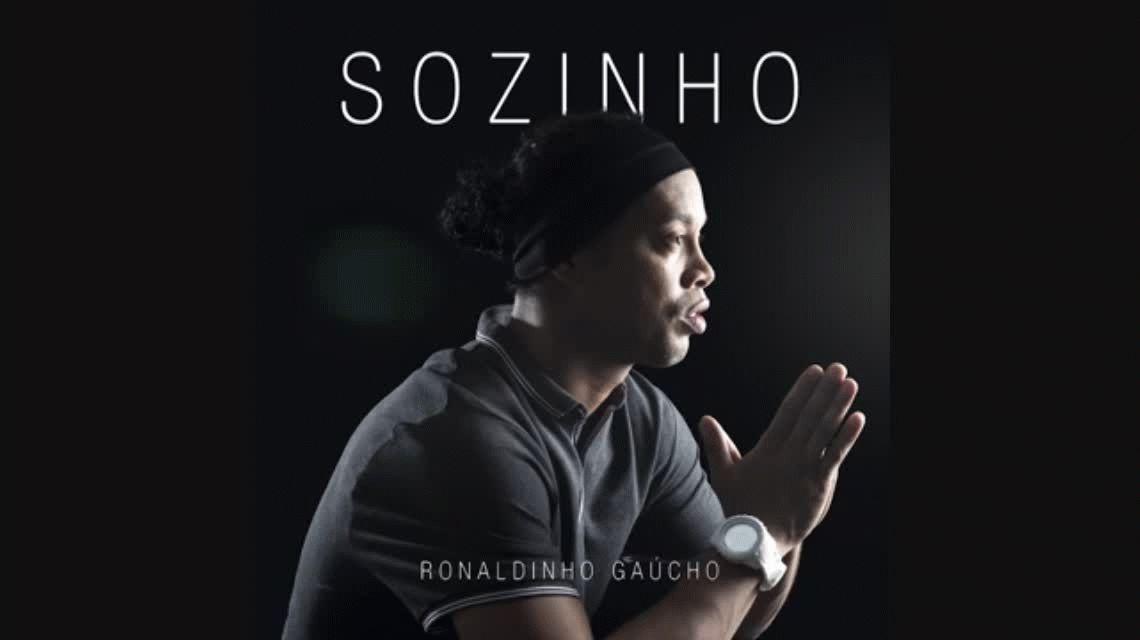 Crack en todos lados: Ronaldinho presentó su primer trabajo como cantante